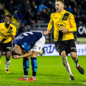 Vitesse zakt door het ijs in Breda (video)